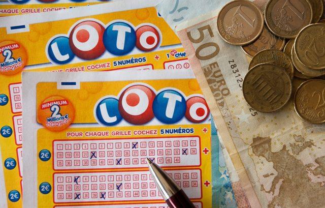 宝くじが当たらないのは、当たり前です【来年事故で死ぬより難しい】